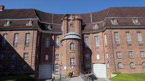 Außenansicht der JVA Kiel
