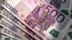 Ein Stapel aus 500-Euro-Scheinen.