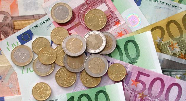 Geldscheine und Geldmünzen