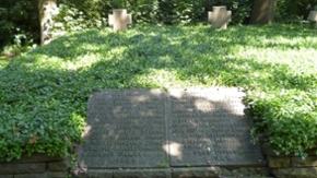 Gedenkplatten auf dem historischen Friedhof Bad Oldesloe