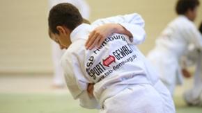 Zwei Jungen beim Judo