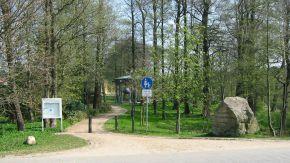 Beginn des Wegs durch den Park zum Landesarchiv Schleswig-Holstein