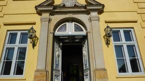 Eingang des Landesarchivs Schleswig-Holstein