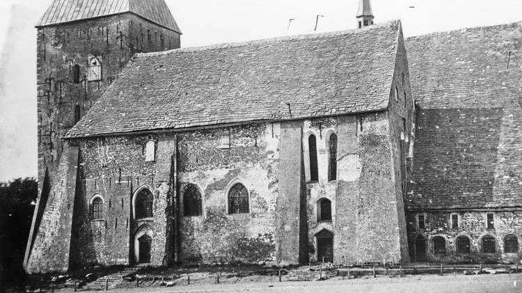 Blick auf den Meldorfer Dom von Süden vor der Restaurierung, Zustand 1864