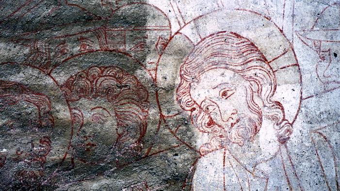 Wandmalerei im Schwahl am Schleswiger Dom: teilweise gereinigte Darstellung des kreuztragenden Christus