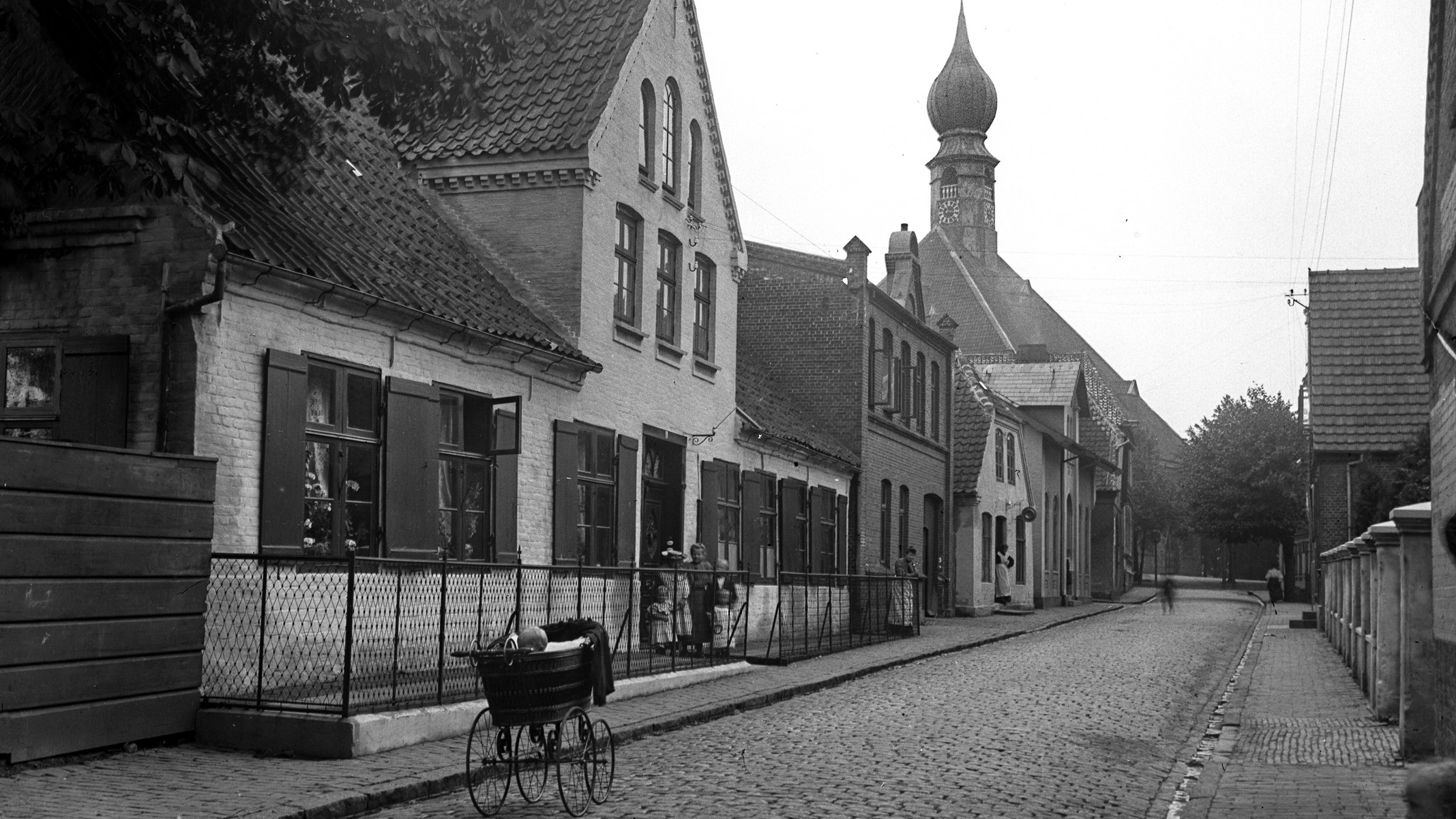 Blick in eine Straße in Wilster, Abbildung aus dem Theodor Möller-Buch